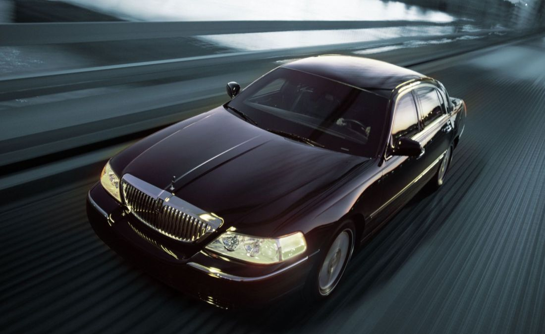 Lincoln Town Car Delta Limousine And Car Service In Lyndhurst Nj 07071